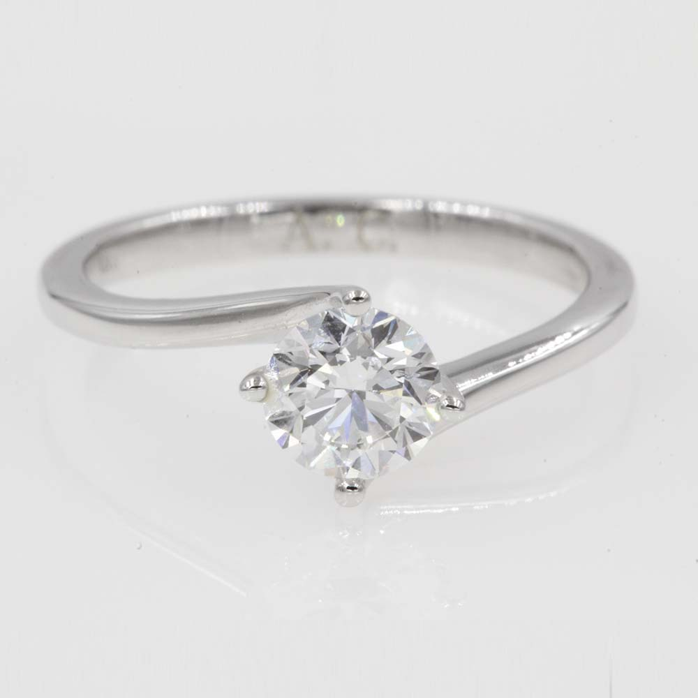 4-prong-twisted-solitaire-engagement-ring-in-18K-white-gold-FDENR9009ROR.jpg