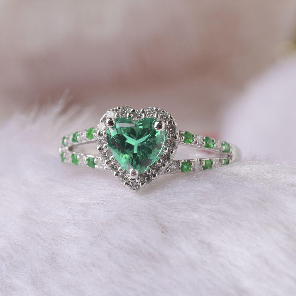 Heart Halo With Emerald Ring