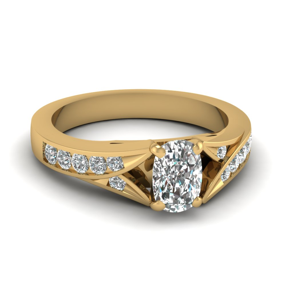 cushion-cut-diamond-imperial-furcated-side-stone-ring-in-14K-yellow-gold-FDENR1014CUR-NL-YG