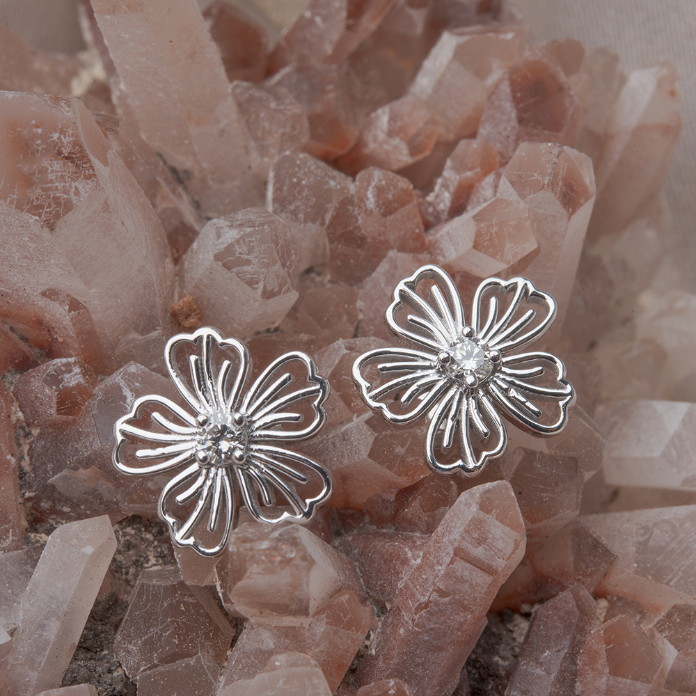 diamond hibiscus stud earring in FDOEAR40002ANGLE3