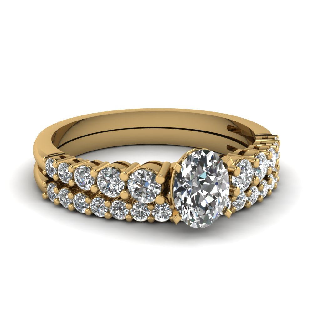 Graduated Gold Oval Diamond Bridal Set