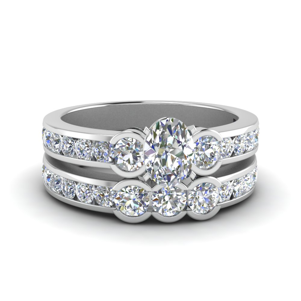White Gold Bridal Ring Set With Round Accents