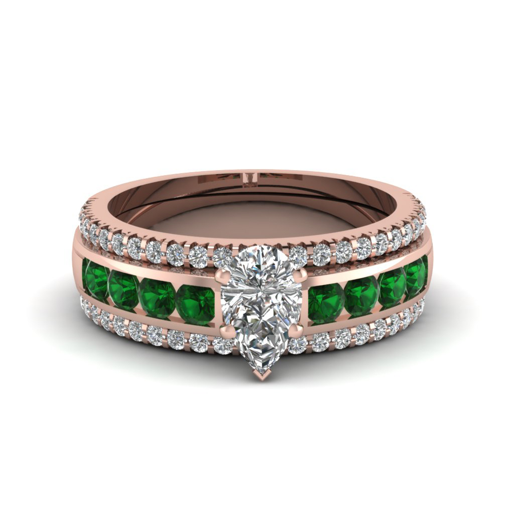 pear diamond bridal trio set with emerald in FD8026TPEGEMGRANGLE1 NL RG
