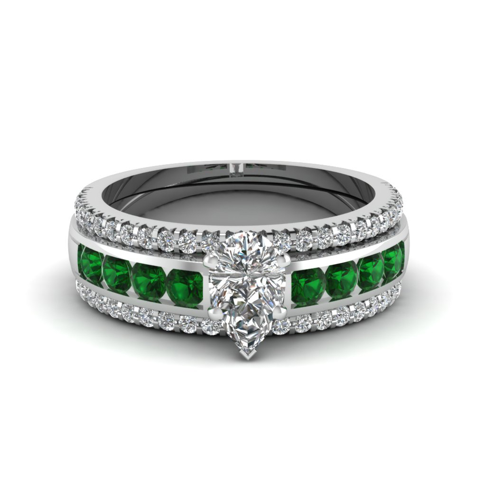 pear diamond bridal trio set with emerald in FD8026TPEGEMGRANGLE1 NL WG
