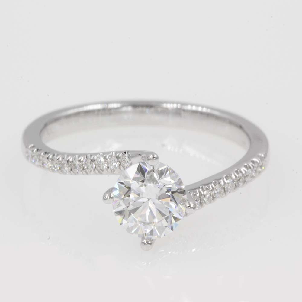 petite twisted diamond ring in 18K white gold FDENR9009ROR