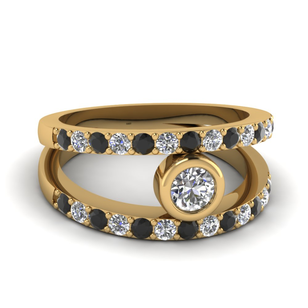 Round Cut Diamond Engagement Ring With Black Diamond In 14K Yellow Gold