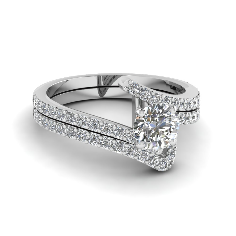 Womens Round Diamond Wedding Set